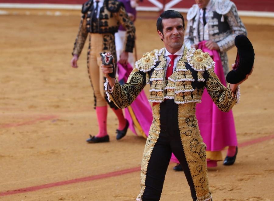 Tarde hist�rica con la rotundidad de Emilio de Justo, la calidad de Perera y los interesantes toros de Rehuelga