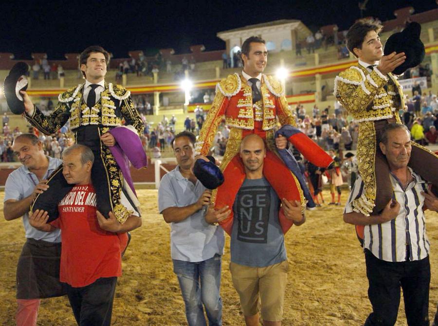 El Fandi, Garrido y �lvaro Lorenzo, triple puerta grande